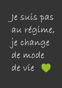 """Texte indiquant """"je suis pas au régime, je change de mode de vie"""" avec un coeur vert. Ecrit blanc sur fond gris foncé."""